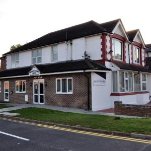 Hotel Pictures: Acorn Lodge Gatwick, Horley