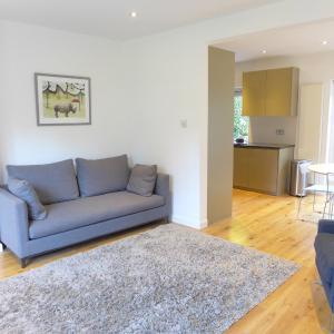 Hotel Pictures: Veeve - 2 Bedroom Apartment - Golder's Green, London