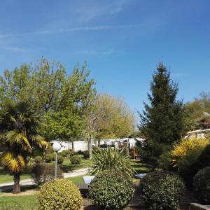 Hotel Pictures: Walmone, Saint-Sulpice-de-Royan