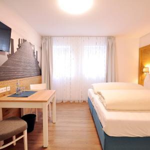 Hotel Pictures: Gästehaus zur Krone, Waltenhofen