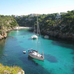 Hotel Pictures: Beach House 2, Cala Pi