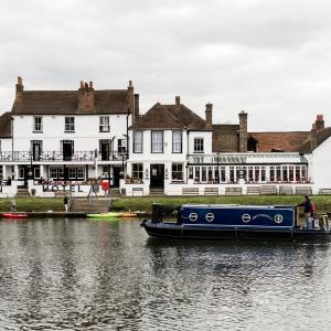 Hotel Pictures: The Swan Hotel, Staines