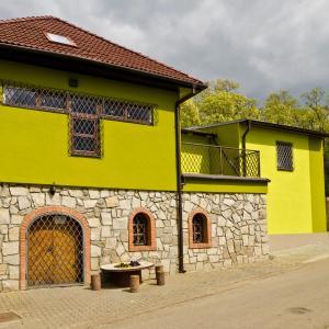Hotel Pictures: Penzion - Vinařství Hanuš, Blučina