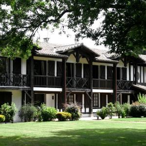Hotel Pictures: Auberge des Pins, Sabres