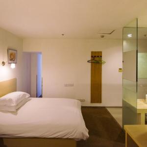 Hotel Pictures: Motel Shanghai Disney Huidong Metro Station Tesco, Nanhui