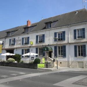 Hotel Pictures: Logis Hostellerie Du Cheval Blanc, Sainte-Maure-de-Touraine