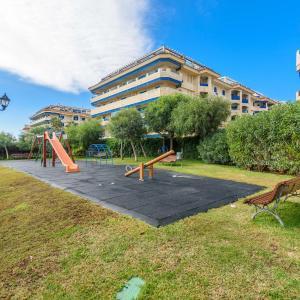 Hotel Pictures: Apartamento Noria Sabinillas, San Martín del tesorillo