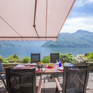 Hotel Pictures: Camelia Lake View, Melide