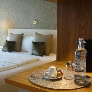 Hotel Pictures: Birdland Design & Golf Hotel, Sempach Station
