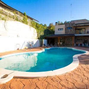 Hotel Pictures: Villa Isaac Peral, Matadepera