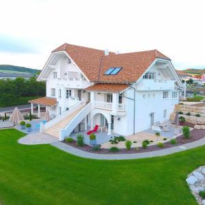 Hotel Pictures: Belle Maison - Das kleine Hotel, Werbach