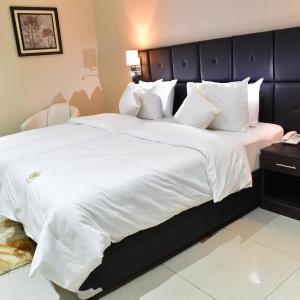 Hotel Pictures: King's Choice Appart Hotel, Abaga