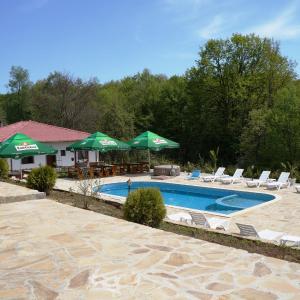 Hotellikuvia: Family Hotel KrisBo, Donkovtsi
