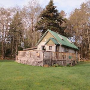 Hotel Pictures: Chateau Lawn Hill Cottage, Tlell