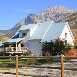 Hotel Pictures: Bear Paw Lodge, Golden