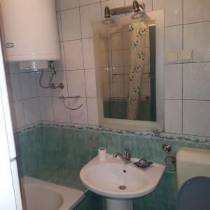Foto Hotel: Apartman GARDEN No.3, Jovići