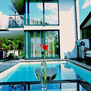 Foto Hotel: Deluxe Apartment & Suite, Vösendorf
