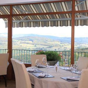 Hotel Pictures: Logis Au Vieux Morvan, Château-Chinon