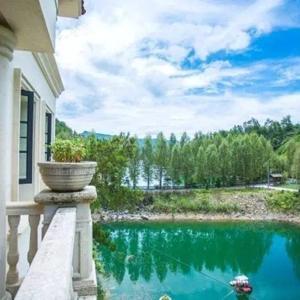 Hotel Pictures: Qiandaohu Waterside Vacation Villa, Thousand Island Lake