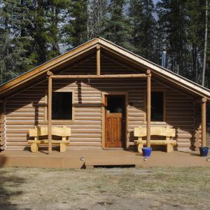 Hotel Pictures: 16 Mile Cabins, Dease Lake