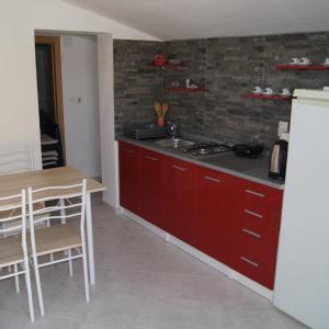 Hotel Pictures: Pahert Beach Apartment, Vir