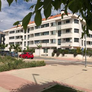 Hotel Pictures: Apartamento del Rio, Lardero