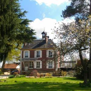 Hotel Pictures: Le Jardin Des Erables, Saint-Marcel