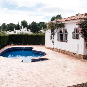Hotel Pictures: Villa Avinguda del Mar, Calafat