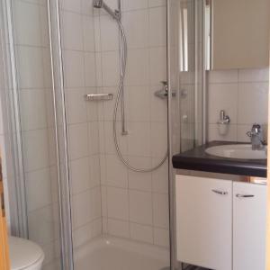 Hotel Pictures: Innertkirchen - schones neues Apartment - gute Lage, Innertkirchen