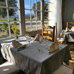 Hotel Pictures: Auberge du Grand Chêne, Sillans-la Cascade