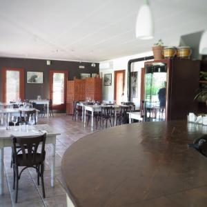 Hotel Pictures: Hostal de l'Aigua, Sant Llorenç de la Muga