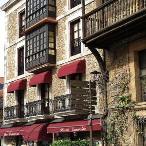 Hotel Pictures: Hostal Esmeralda, Comillas