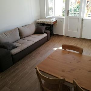 Foto Hotel: Apartment Lidija, Podgora