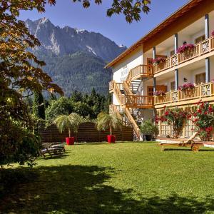 Hotel Pictures: Romantik Alpenhotel Waxenstein, Grainau