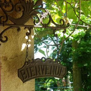 Hotel Pictures: Maison d'Hôtes de la Verrière, Les Ardillats