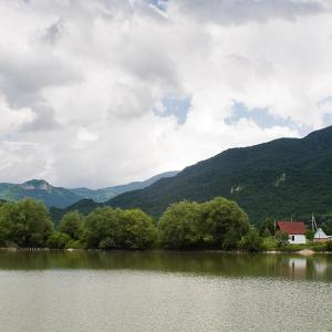 Hotellikuvia: House Bochorma Lake, Sasadilo