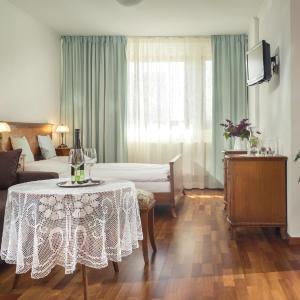 Hotel Pictures: Vinařství & Vinařský dům Petratur, Blatnice