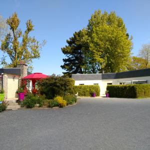 Hotel Pictures: Gîte Le Clos des Pins, Colleville-sur-Mer