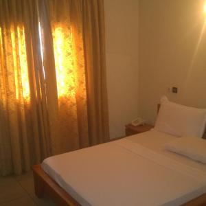 Hotel Pictures: First International Inn Newtown, Limbe