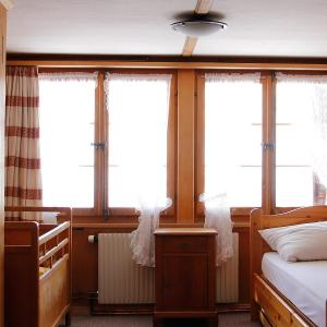 Hotel Pictures: Apartment Chalet Christeli, Adelboden
