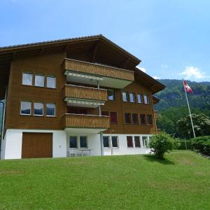 Hotel Pictures: Apartment Wohnung Rot.2, Lungern