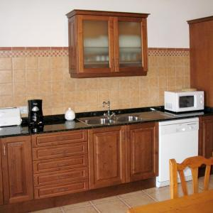 Hotel Pictures: Ferienhaus Porto Cristo Novo 110S, Cala Mendia