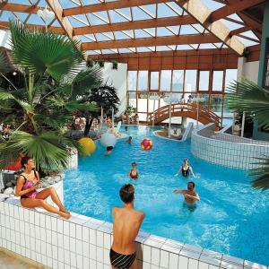 Hotel Pictures: Ferienhaus Tossens 112S, Tossens