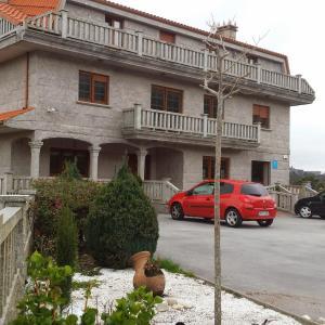 Hotel Pictures: Alojamientos A Pedra, Dumbría