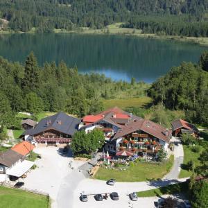 Hotel Pictures: Ferienhotel Barmsee, Krün