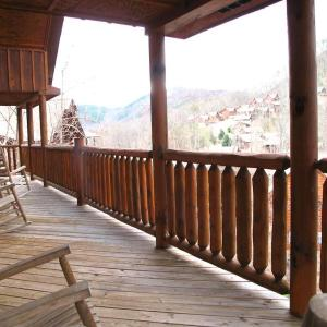 Foto Hotel: Smoky Mountain Hideaway - Seven Bedroom Cottage, Sevierville
