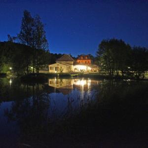 Hotel Pictures: Le Domaine de L'étang de Sandanet, Issac