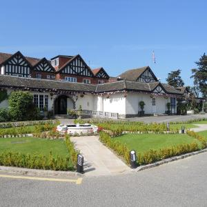 Hotel Pictures: The Royal Chace Hotel, Enfield