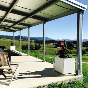 Hotel Pictures: Hinter : Byron Hinterland Eco-Luxe Stay, Myocum