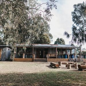 Fotos do Hotel: Bonfire Station Farmstay and Microbrewery, Taggerty